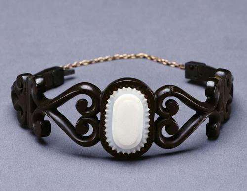 Gutta percha bracelet. North Carolina Museum of History Collections, accession number 19xx.332.108